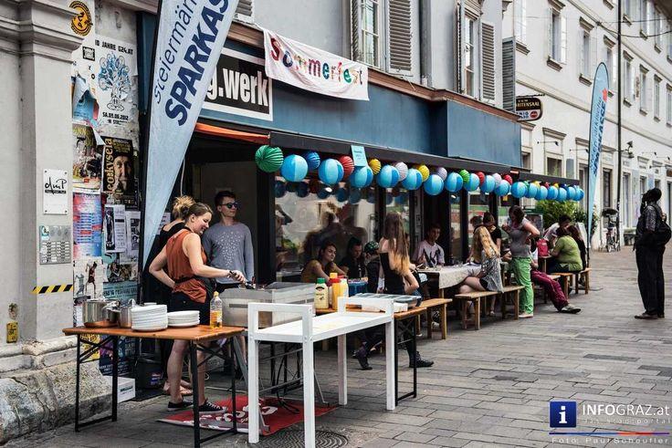 Bilder vom tag.werk-DIY-Sommerfest - Mariahilferstraße 13, 30. Juni 2016 Bei strahlendem Wetter feiert das #tag.werk #Graz in der Mariahilferstraße 13 den Sommer und lud alle ein. Dabei wurde nicht nur der Grill aufgestellt, sondern es gab auch Do-It-Yourself-Stände, bei denen man sich ein Taschenmodell, wie zum Beispiel eine Geldtasche, #basteln konnte. #tagwerkDIYSommerfest #Mariahilferstraße #DoItYourself #Stände