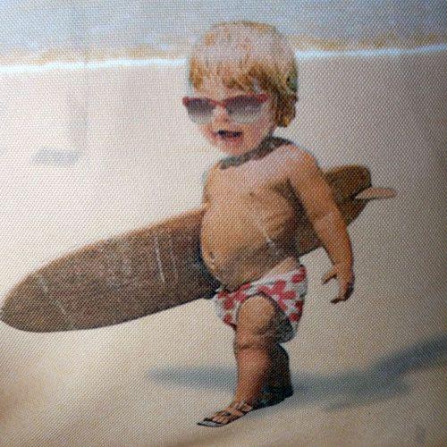 La boutique de décoration en ligne - La Boutique de décoration - coussin bébé surfeur idéal pour votre décoration intérieur