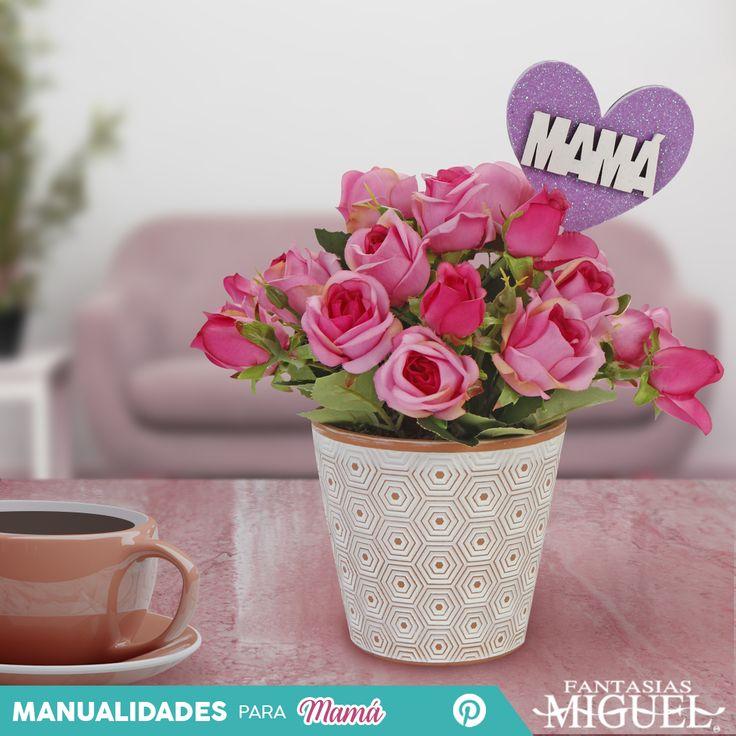 ¡Crea un lindo arreglo para mamá para que adorne su espacio favorito! Arte Floral, Planter Pots, Decor, Costumes, Craft Stores, Creative Crafts, Rose Arrangements, Fantasias Miguel, Crochet Cushions