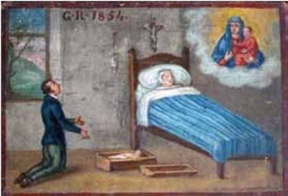 Piedicastello (TN) Un'altra tavoletta (cm. 17 x 25), più raffinata, è datata 1854 e rappresenta l'interno di una stanza, dove una partoriente è distesa nel letto, ai piedi del quale, in una piccola cassa, giace il bimbo morto avvolto nelle fasce; in ginocchio il marito invoca la Madonna, che appare in alto a sinistra in un nimbo, per impetrare la guarigione della moglie. Una finestra si apre su un paesaggio alberato.La tavoletta è interessante per la raffigurazione dell'arredo.