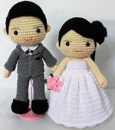 Knitted bride and groom cake topper