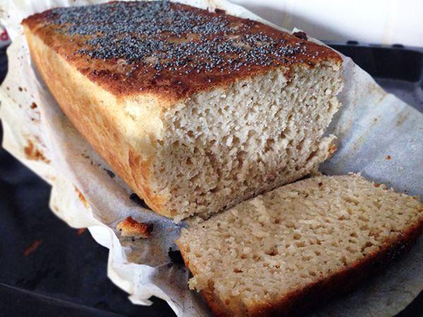 Denne opskrift på glutenfrit franskbrød kommer fra Tania, der længe har eksperimenteret med forskellige opskrifter på glutenfrit lyst brød.
