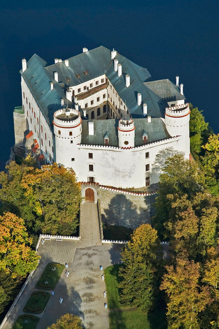 Orlík Chateau: A Centuries-old family mansion above the Vltava River canyon in the Czech Republic. Click here to read more about the mansion of one of the most famous noble families in Bohemia!