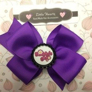 """Daddy's girl"" classic bottlecap bow in #purple! www.littleheartz.com Completely customizable - size and colour! #littleheartz #hairbows #daddysgirl"