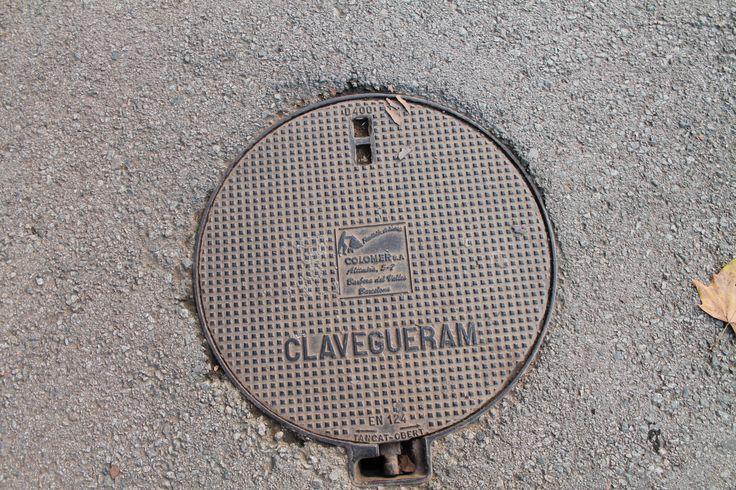 Spaanse Putdeksels zijn bijzonder, ze zijn alleen in Spanje te vinden. Iedere gemeente of stad heeft zijn eigen logo.