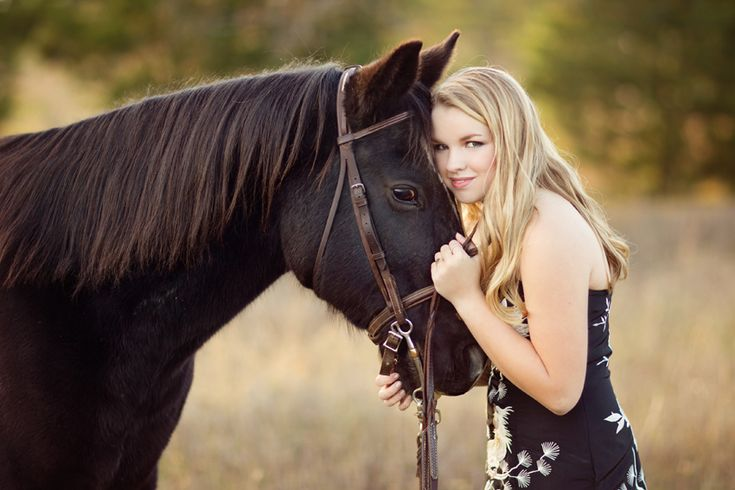 Tupelo Senior Photographer, country girl poses, portraits with horse, pet photography, lovely.