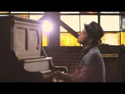 BRUNO MARS ~ Just The Way You Are.....Love this video :)