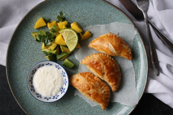 Hello, hello, hello just a quick post from me today to share my recipe for these empanadas! Empanadas originate from Spain and are a pastry or bread that is folded up and stuffed with a variety of …