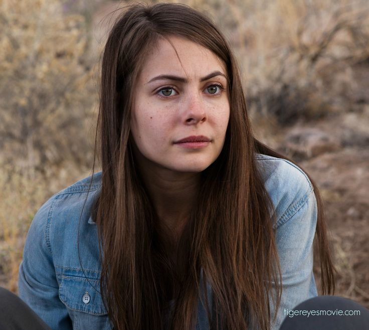 Willa Holland (Davey Wexler) has been in the cast of many high profile US TV shows such as The O.C, Gossip Girl and Arrow. She was also a top child model.