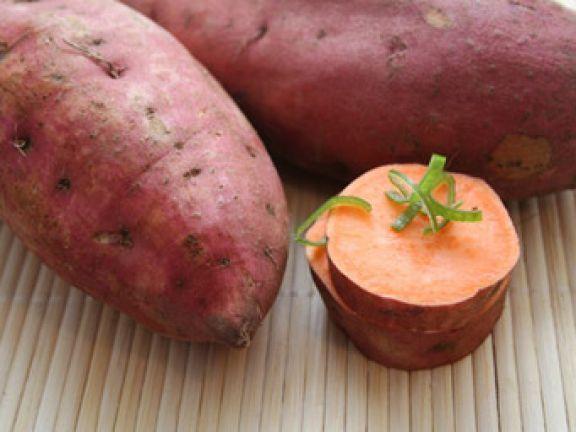 Süßkartoffeln sind heute fast überall erhältlich. Eine tolle Gelegenheit, das Gemüse kennenzulernen! Es lohnt sich sowohl kulinarisch als auch gesundheitlich