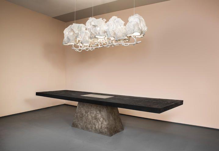 White Cocoon Chandelier di Nacho Carbonell e Plug Table di ...