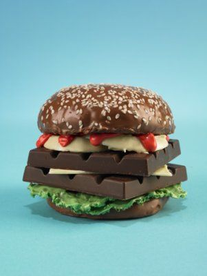 dare you to bite into this burger. not a very difficult dare. OHYMYGOSH CHOCOLATE! <3 <3 <3