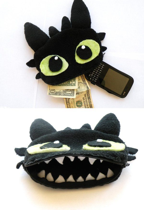 Toothless is the most adorable thing ever, so I had to make something of him!! My domo phone pouch broke recently and I had some black felt at home so I decided to make this! It is big enough to fi...