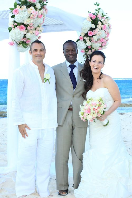 Experience The Ultimate Bahamas Beach Wedding With Glenn S Cruise Package Http Www Destination Glenns Baha