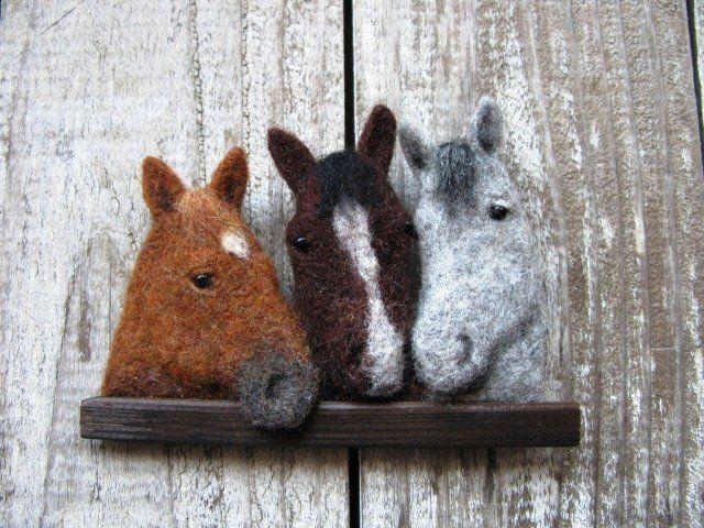 Babbi様ご予約の品 子馬のブローチの画像2枚目