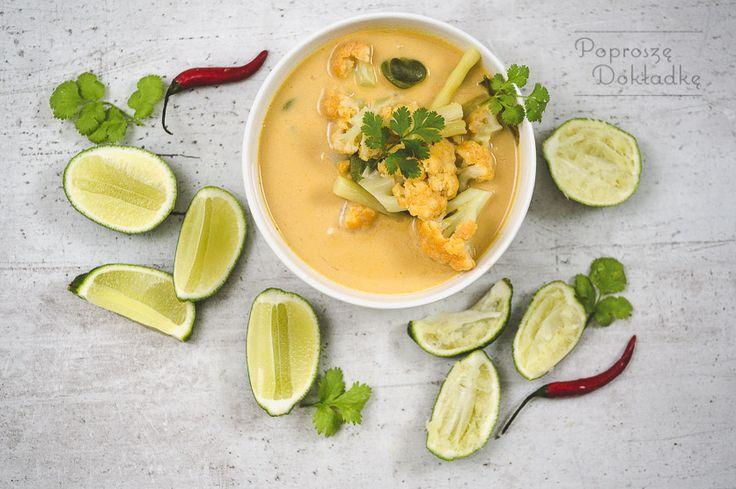 Przepis na lekką zupę z curry, mlekiem kokosowym i warzywami