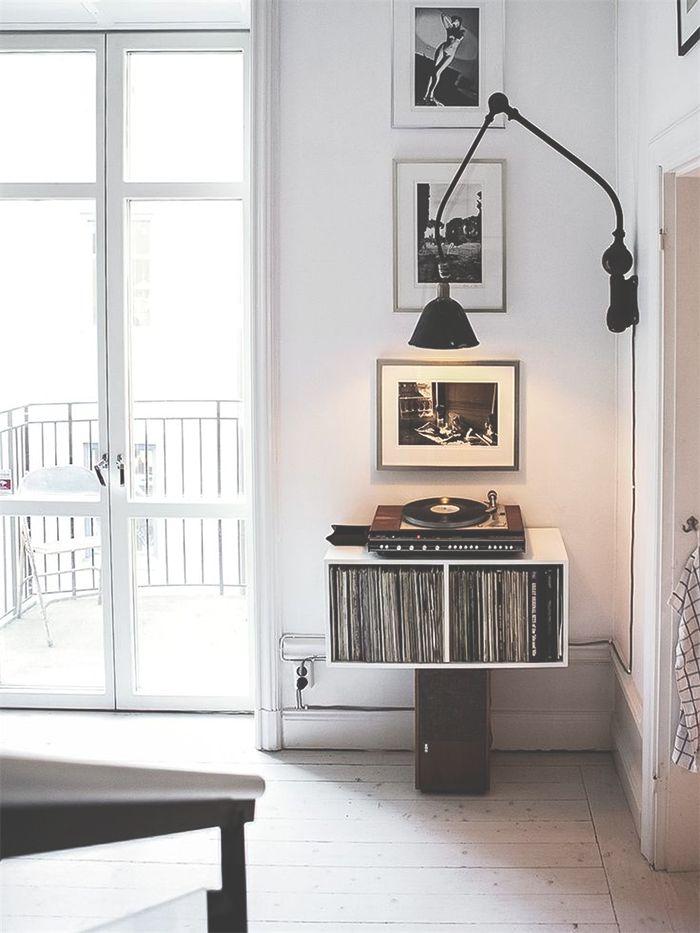 decoration, detail vinil, vinyl , shelf. frame, light, quadro, luz, albuns, decoração, estante, vase, plant