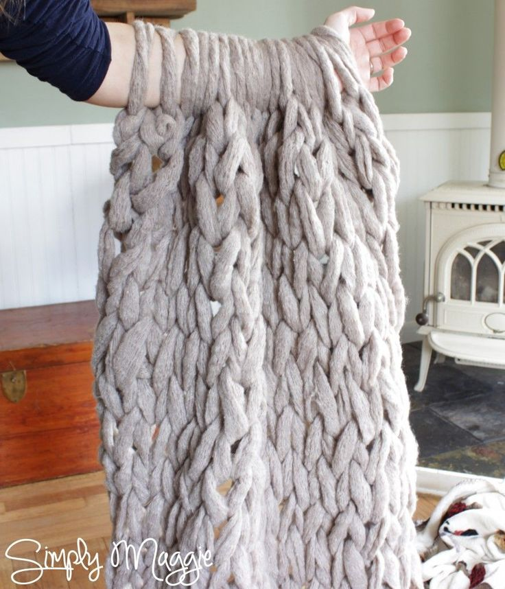 How to Arm Knit a Blanket in 45 Minutes! www.SimplyMaggie.com