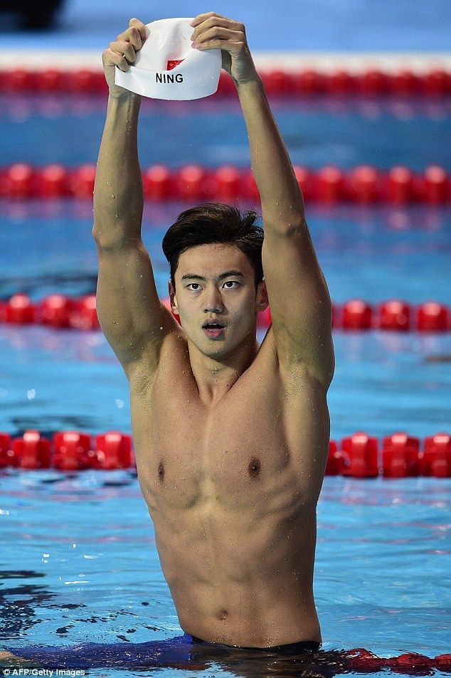 Internet goes wild for Chinese Olympic swimmer Ning Zetao and his incredible physique | Daily Mail Online