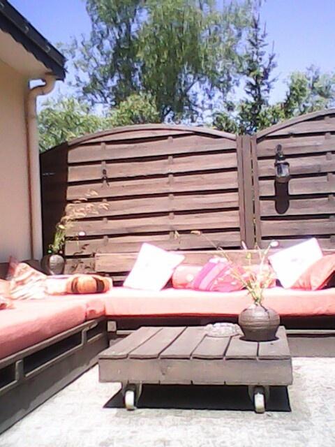 Salon de jardin crèe avec des palette...