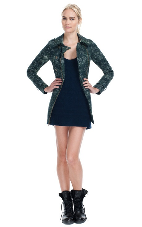 Love this jacket. The style, the color, the zipper closure. <3