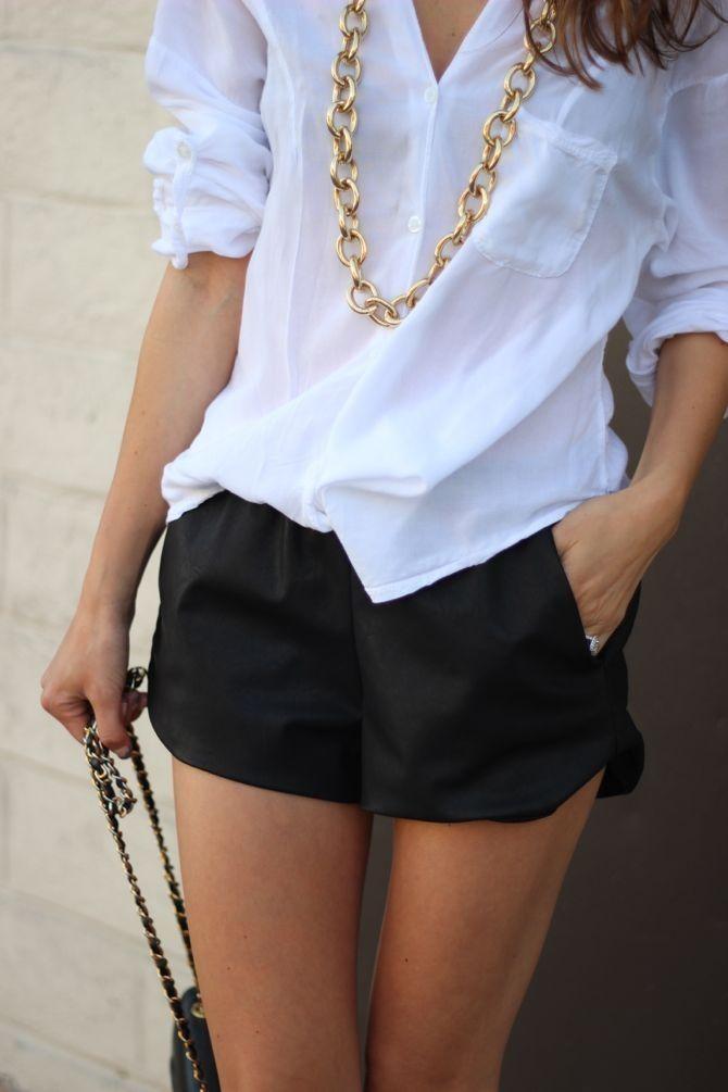 Camisa branca é um curinga no look casual chic.