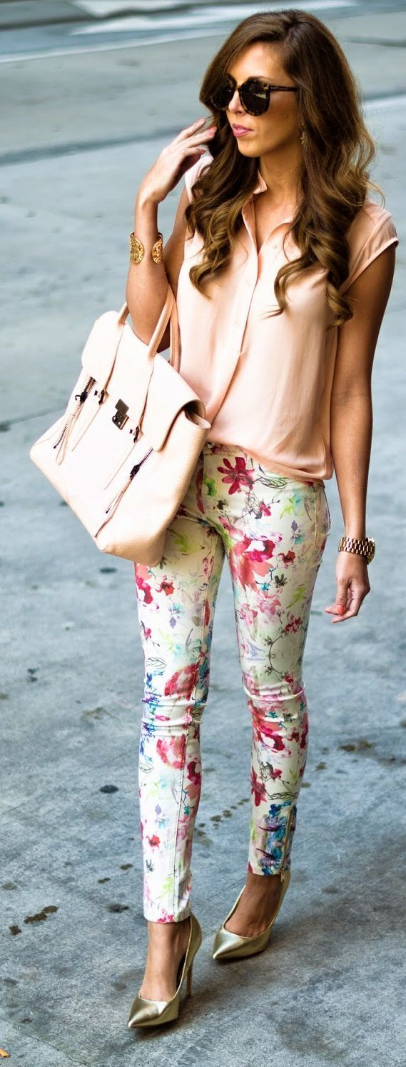 These jeggs though  Spring Denim Top Street Style Looks Floral Pants Neutral Blouse Inspirational Outfit.