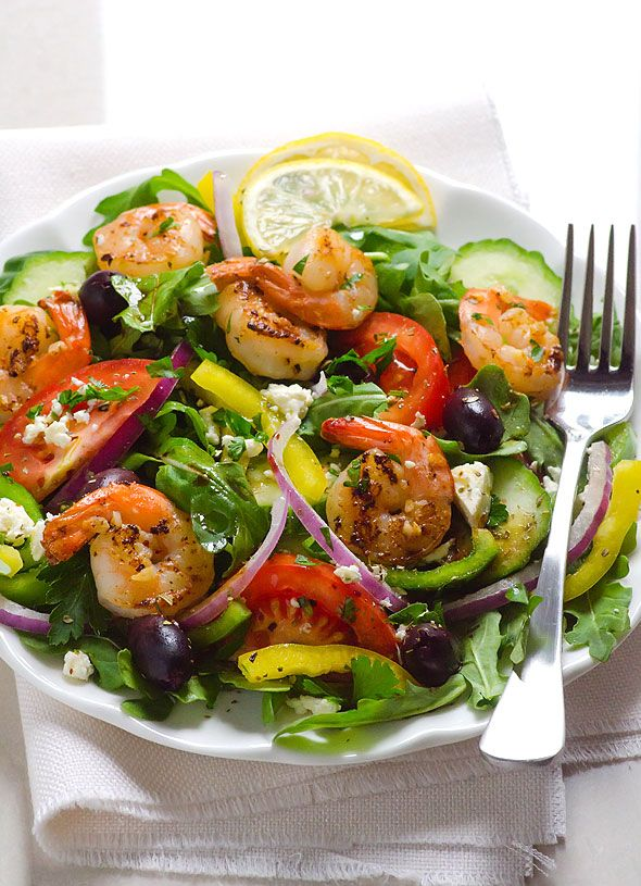 Shrimp Arugula Greek Salad -- Juicy shrimp shines in this easy, delicious and healthy salad. #cleaneating