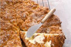 Pannuleipä on erityisen helppo valmistaa, koska raaka-aineet voi vain sekoittaa keskenään nopeasti. Omena tuo leipään mehevyyttä. Leivo helppo pannuleipä vaikka iltapalalle. http://www.valio.fi/reseptit/omenapannuleipa/