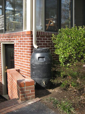 rain barrel tutorial: Young House, Water Barrels Diy, Water Plants, Save Money, Save Water, Gardens Design Ideas, Rain Barrels, Water Barrels Gardens, Backyard Living