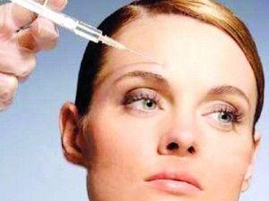 http://www.hangimoda.com/migren-agrilarina-botoksla-cozum.html...Çağımızın hastalıklarından migren, yaşamı dayanılmaz kılabiliyor. İlaç tedavisinin de tam sonuç vermediği migrene son yıllarda yeni bir yöntemle çözüm sağlanmış görünüyor. BOTOKS.. Evet yanlış duymadınız botoks. Sadece güzelleşmek amacı ile değil, görüldüğü gibi sağlık amacıyla da kullanılıyor artık botoks