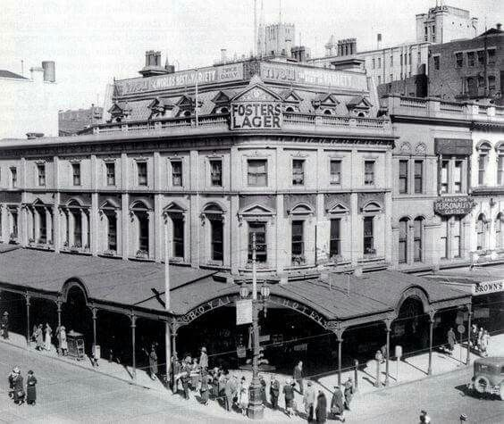 Royal Mail Hotel at the corner of Bourke and Swanston Streets,Melbourne in Victoria (year unknown).