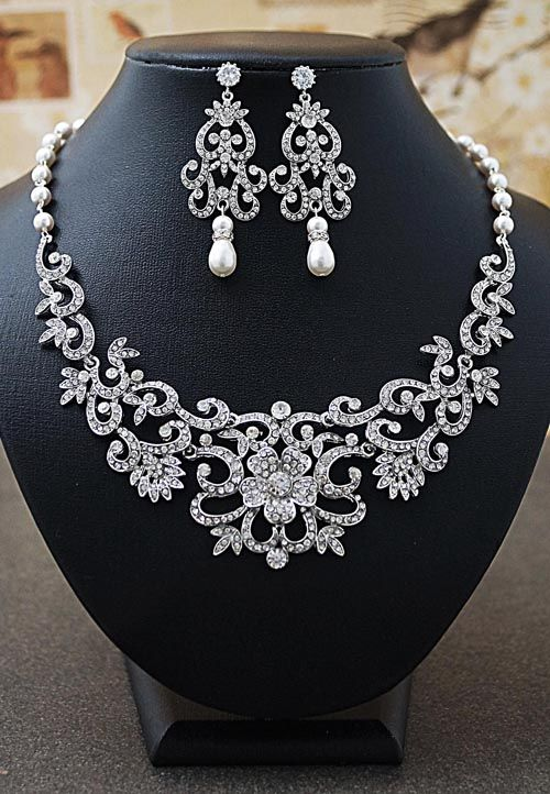 Vintage Victorian Style Statement Bridal Necklace and Earrings Set - 3