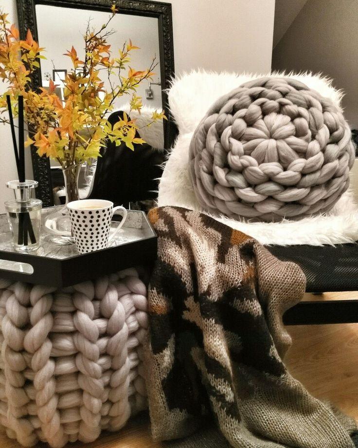 Beautiful merino cushion with merino wool pouf! 😍 Ideal decor for your home 💓 #handmade #wool #decor #armknitting #chunkyblanket