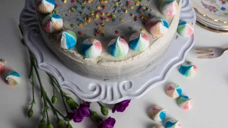 geburtstagstorte-regenbogenmeringue-himbeer-pudding-schokolade-torte-backrezept-rezept-www-ohwiewundervoll-com-3-von-7