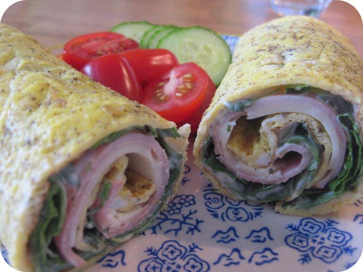 Omelet-wrap m. ost, skinke og rucola (smurt med flødeost) - lav flere styk på forhånd = frokost til flere dage
