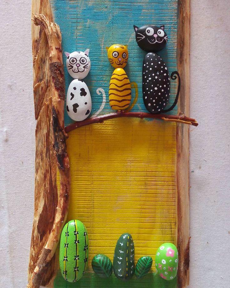 Kediler kediler.. ##tasboyama #tas #ahsap #wood #dogalhediyelik #hediye #pano #duvarsusu #handmade #handmadewitlove #elemegi #kisiyeozel #paitingstones #paiting #stones #color #akrilik