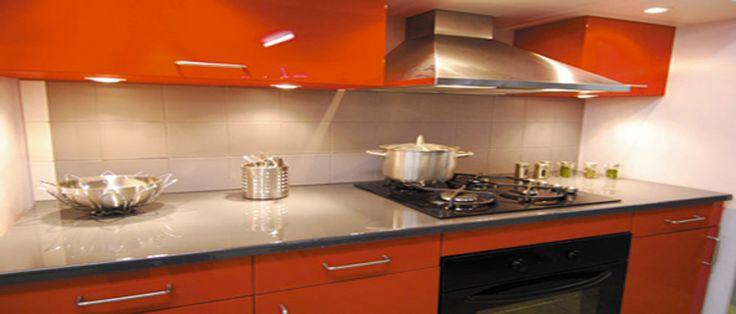 Peindre un plan de travail lorsque l'on veut rénover la cuisine sans éclater son budget est tout à fait possible. Plan de travail stratifié, en carrelage, mélaminé, puisque tout ce petit monde peut se repeindre, nos conseils pour choisir la bonne peinture ou résinepour relooker la cuisine faci