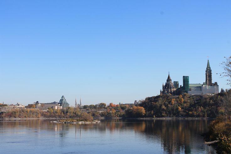 Blick von Victoria Island auf Parlament Hill