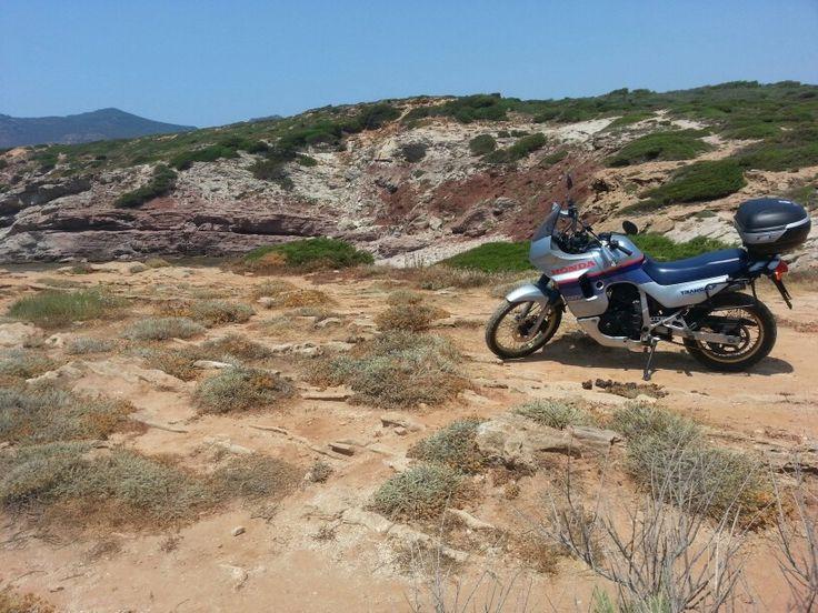 #Viaggio in #sardegna , secondo te siamo in un deserto, al mare o montagna? #motoparti #moto #transalp #honda #estate2013 #estate #summer2013 #summer