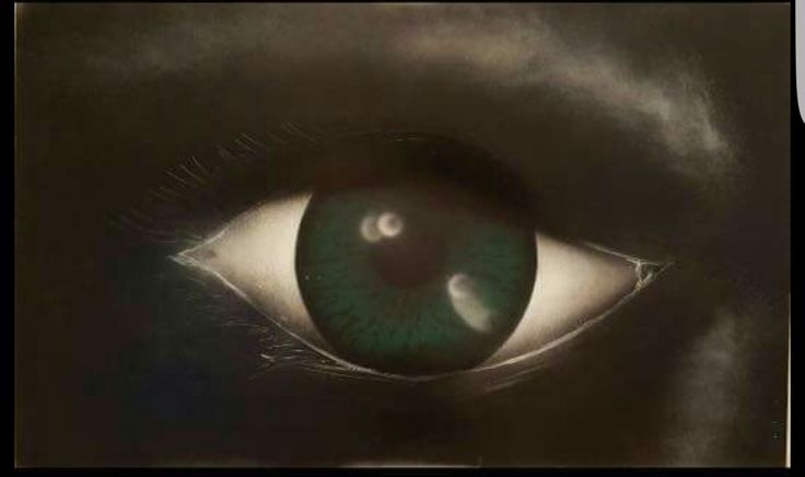 Hulk eye spray art