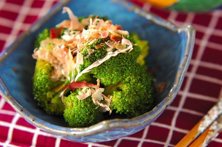 ゆでたてのブロッコリーを合わせダレに加えるのがポイント。簡単レシピです。