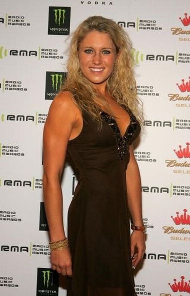 Natalie Gulbis Glamour Shots: Sexy Photos of LPGA Star: Natalie Gulbis In Profile