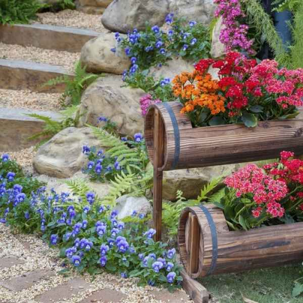 Blumentreppe Aus Holz Oder Metall Als Schöne Deko Für Haus Und Garten