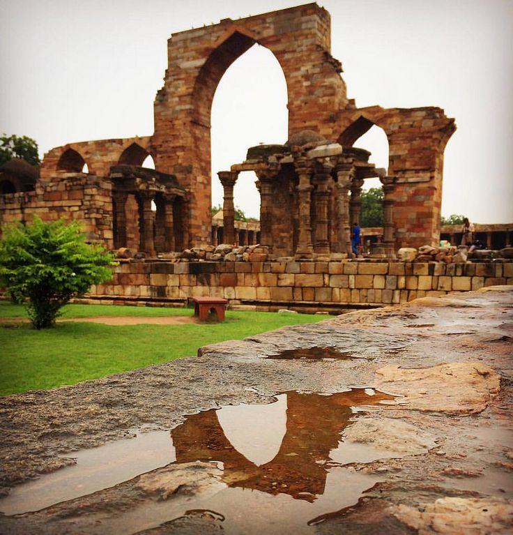 Qutb Minar. - ruins near the tallest brick minaret in the world. . #qutubminar  #qutub_minar  #olddelhi #ruin #ruins #minaret #unesco #portrait  #delhi  #adventure  #likeforlike  #folowme