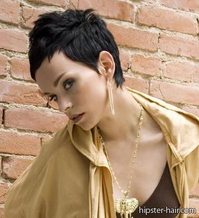 Inspiratie voor dames met zwart haar! Bekijk hier de 11 mooiste korte kapsels in een diep zwarte kleur die wij tegen kwamen. - Kapsels voor haar