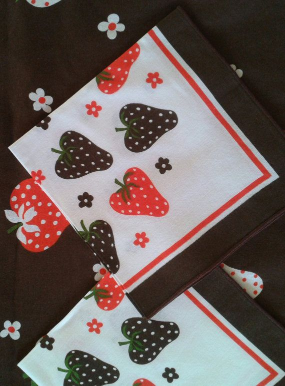 PARTY Table Cloth, Vintage Table Linens, STRAWBERRY Field, Vintage 1970s,  Made In Italy, Funky And Colorful Printed