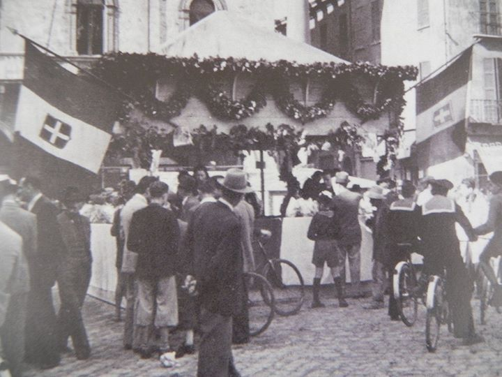 1940: Feast of the products of our land in Piazza del Popolo. Thanks to Roberto Stanghellini for the picture - Photo by C'era una volta Ravenna on Facebook [ #ravenna #myRavenna]
