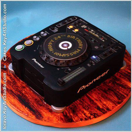 DJ-mixer-turntable-cake