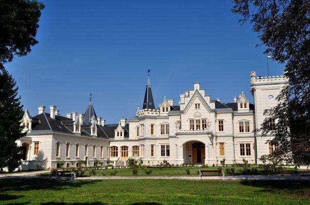 Nádasdladányi kastély